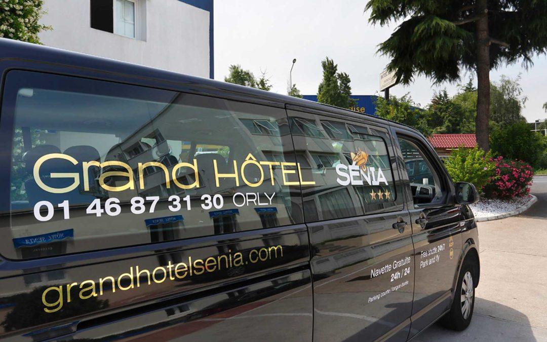 Grand Hôtel Sénia | Navette avec logo de l'hôtel
